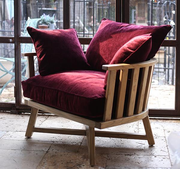 כורסא מעוצבת ומרופדת