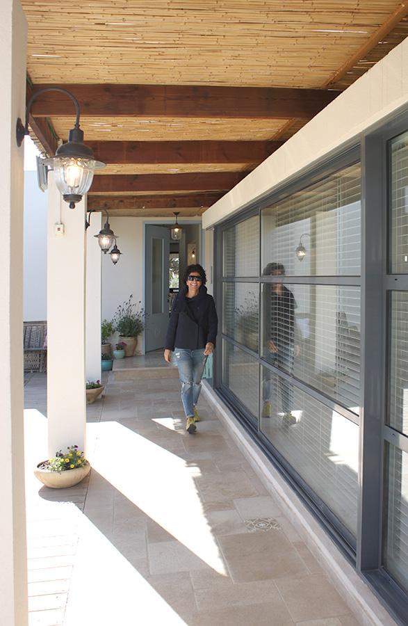 תאורת חוץ בכניסה לבית