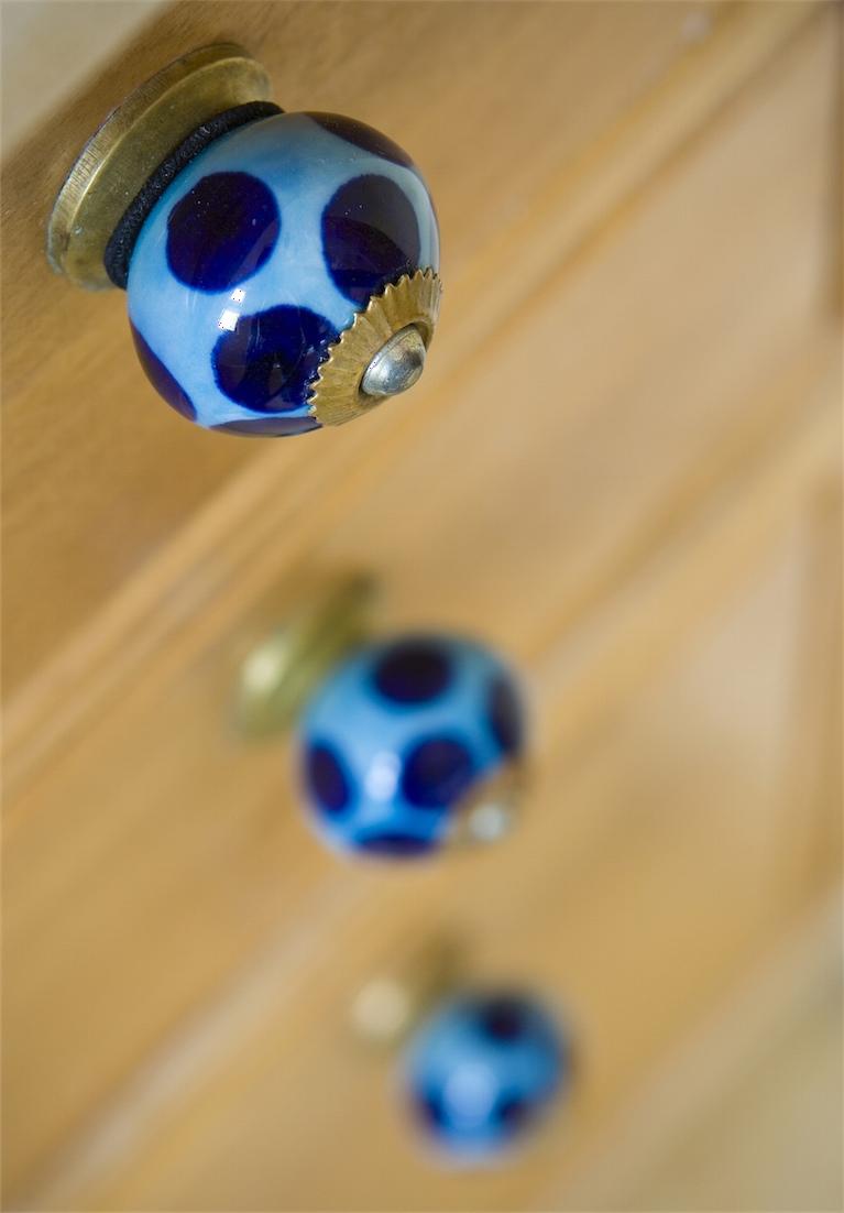 ידיות קרמיקה מעוטרות בגווני כחול תכלת