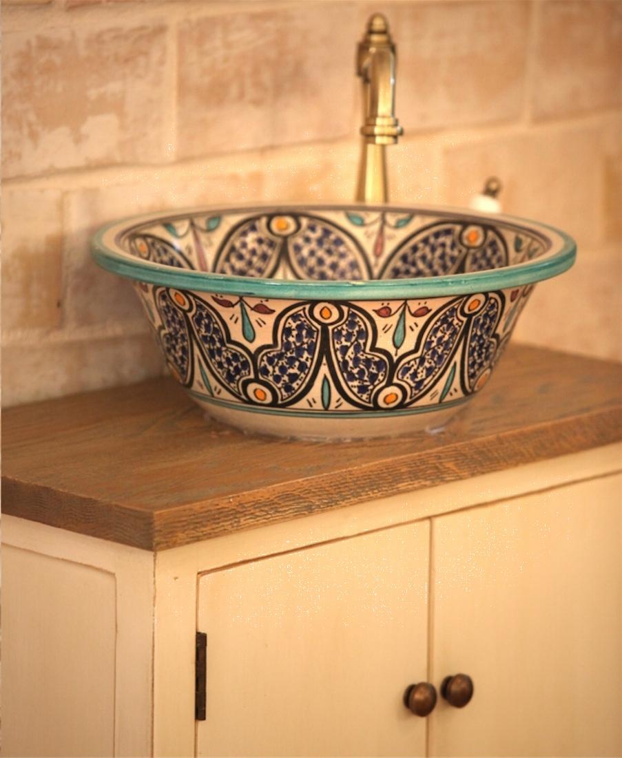 כיור אמבטיה קרמיקה מרוקאי מונח מאויר
