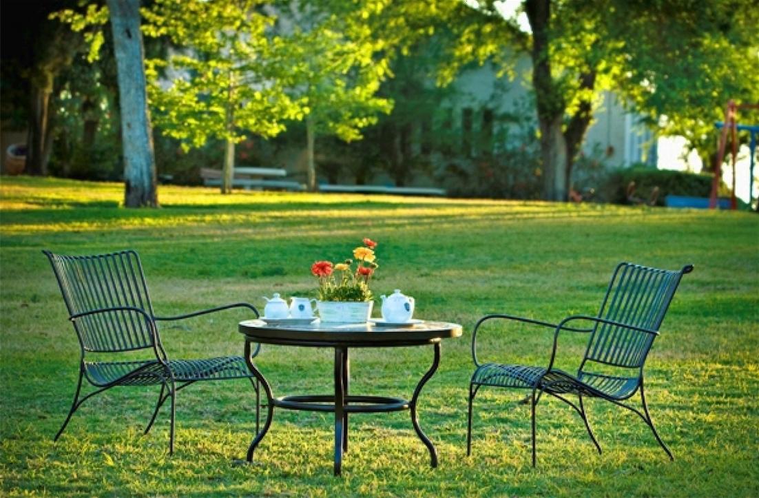ריהוט גן לחצר ולגינה