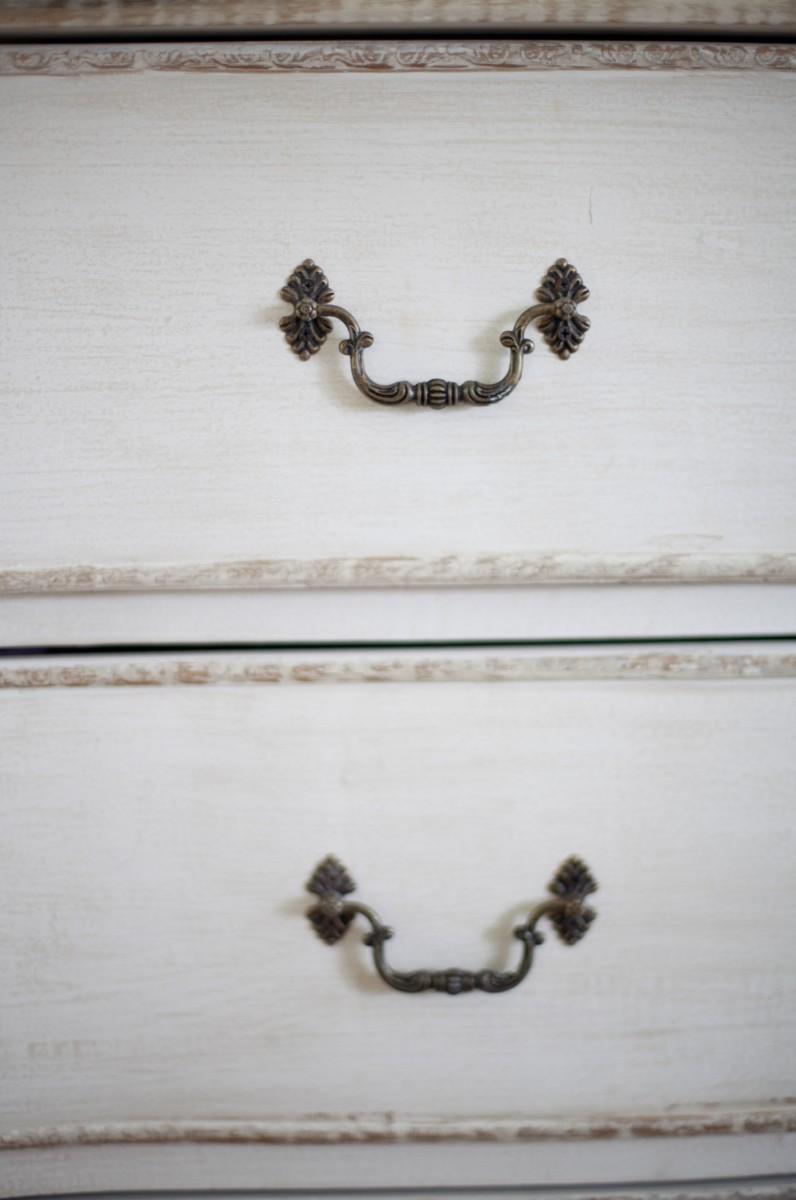 ידיות בסגנון קלאסי ועדין לארונות ושידות