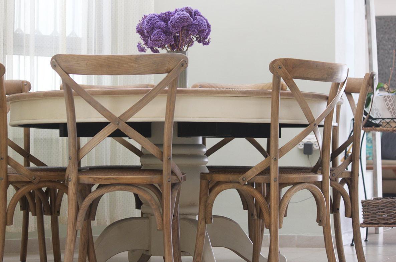 שולחן עגול רגל שמנת