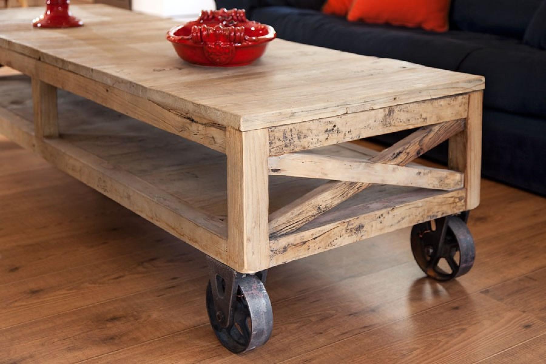 שולחן סלון על גלגלים, עץ אלון. כלי קרמיקה טוסקני