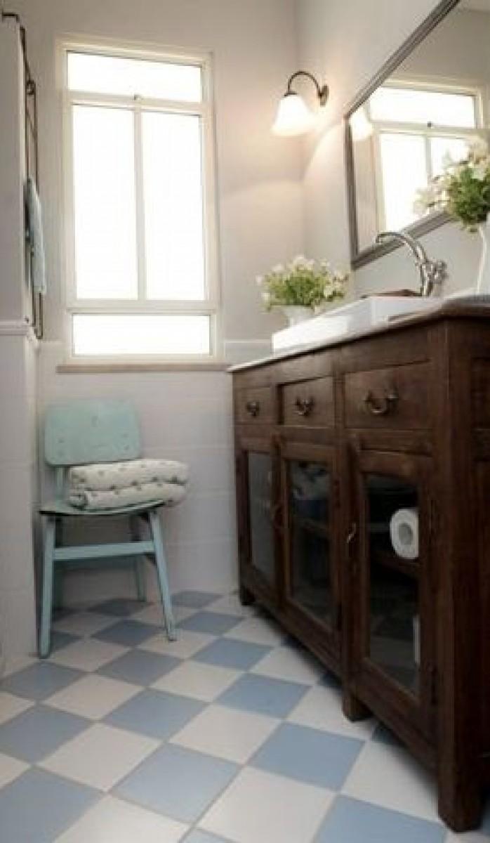 שידת אמבטיה מעץ טיק עם ויטרינות