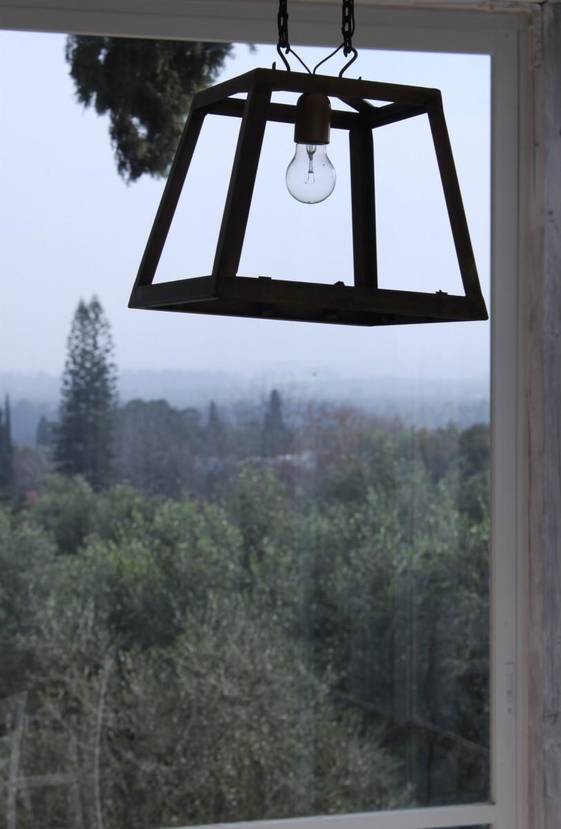מנורת טרפז מרובעת