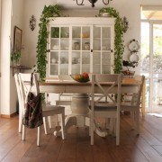 כסאות עץ מלא שמנת