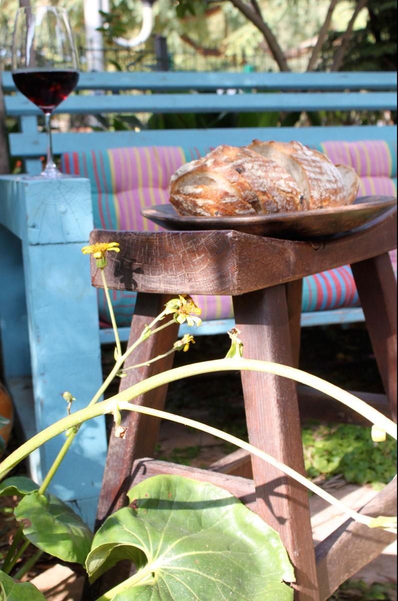 שרפרף מלבני, כלי הגשה מעץ