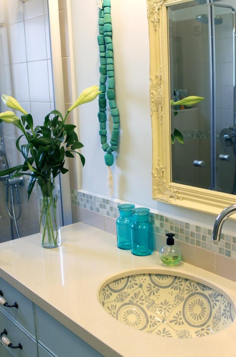 כיור מצויר לחדר אמבטיה