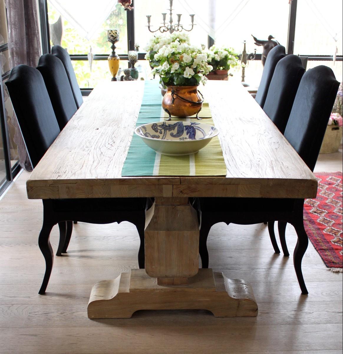 שולחן עץ אלון מלא שמונה מקומות ישיבה