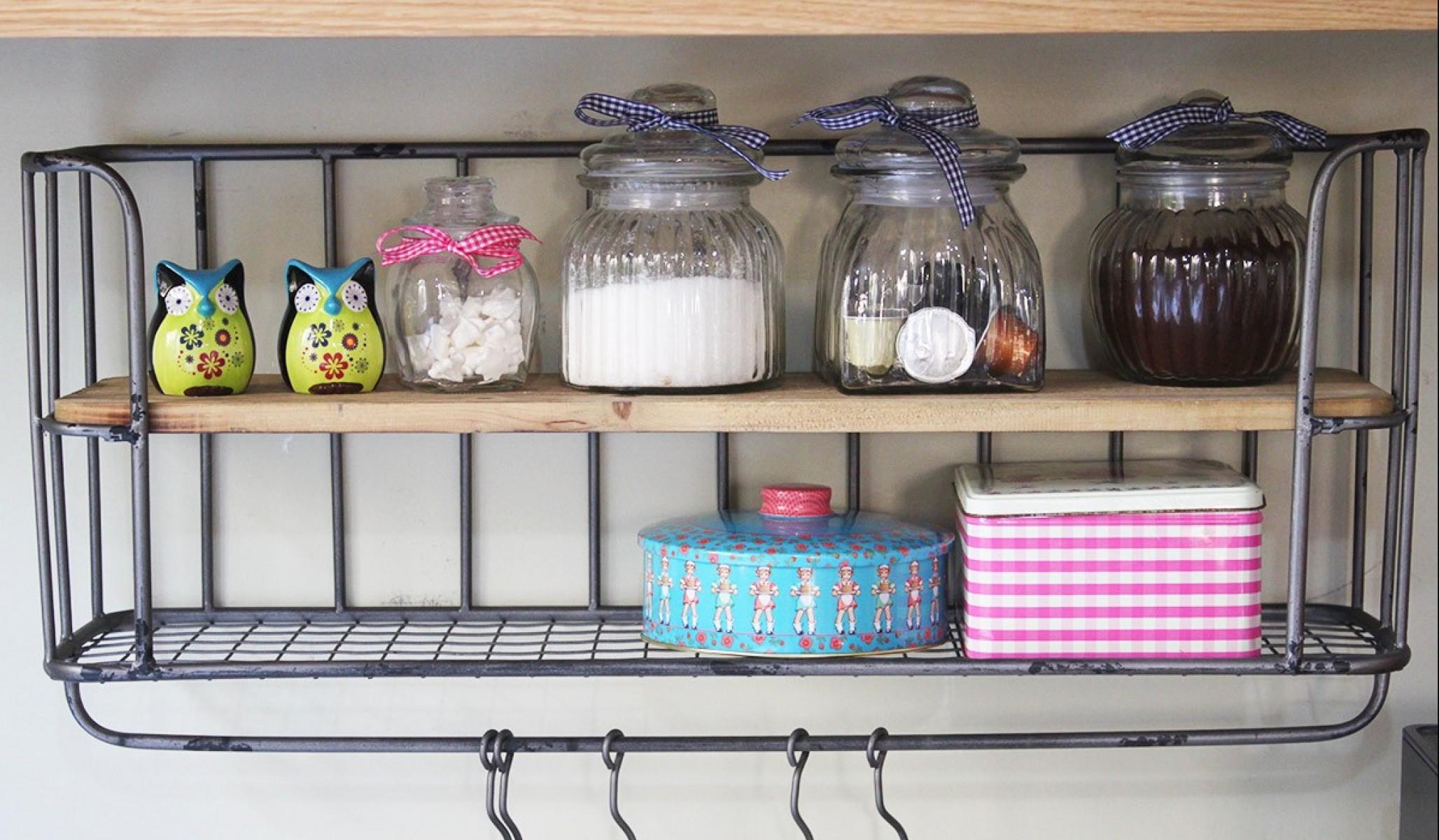 מתקן תלייה למטבח וקופסאות אחסון צבעוניות