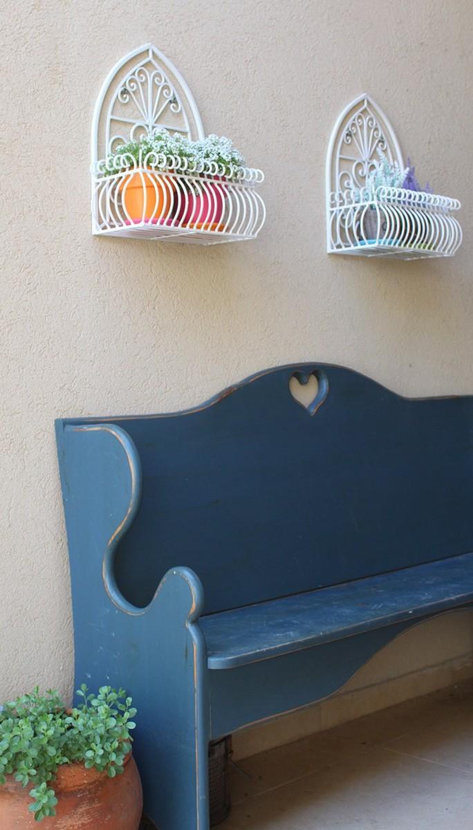 אדניות לקיר מברזל בצבעים וגדלים שונים