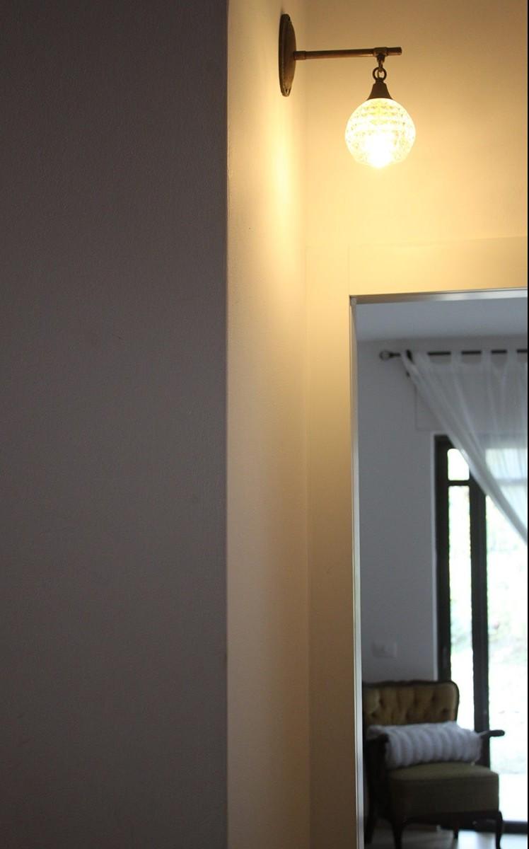גוף תאורה מעוצב - זרוע קיר עם אהיל זכוכית רטרו