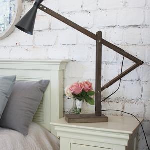 מנורת שולחן מעץ מתכווננת