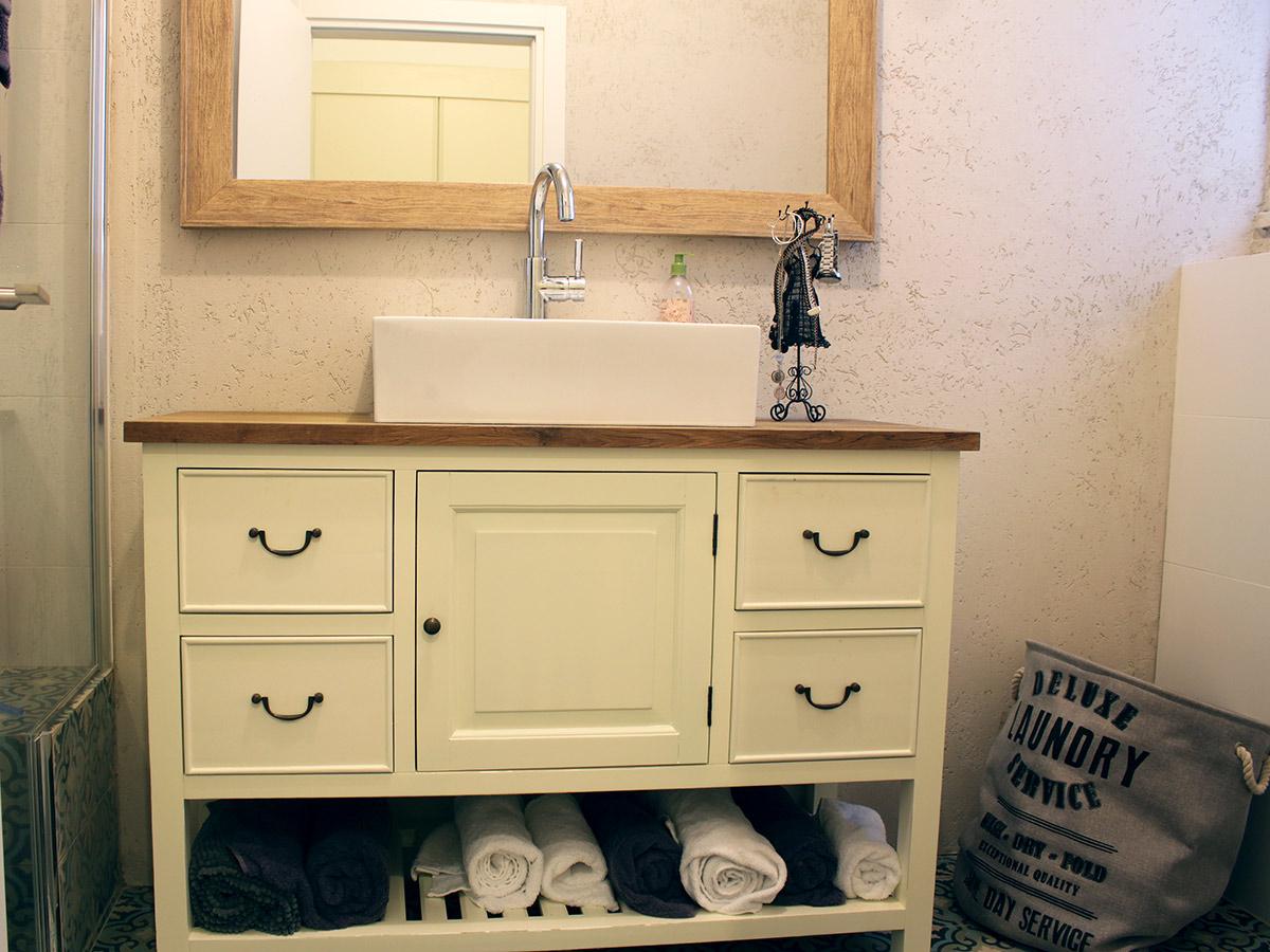 שידת אמבטיה חדר הורים שמנת מדף סולם