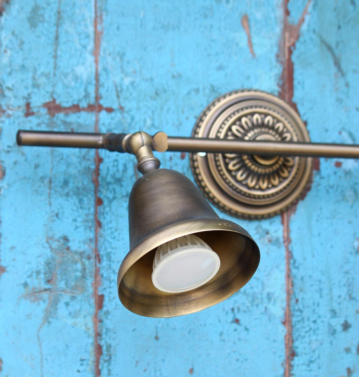 מנורת קיר מעוצבת