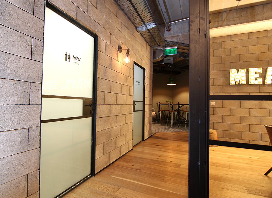מסדרון משרדי BBB
