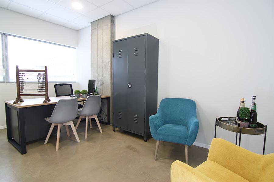 כורסאות צבעוניות למשרד