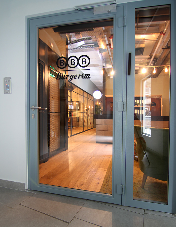 כניסה למשרדי BBB