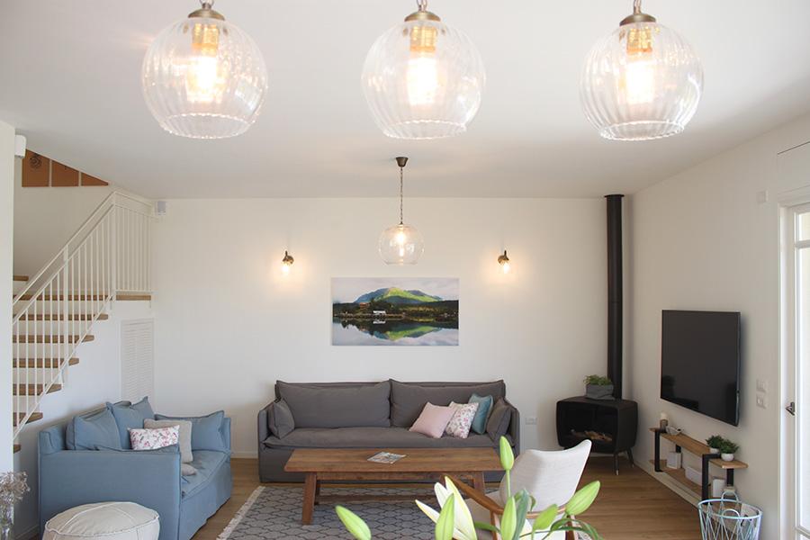תאורה לחדר מגורים