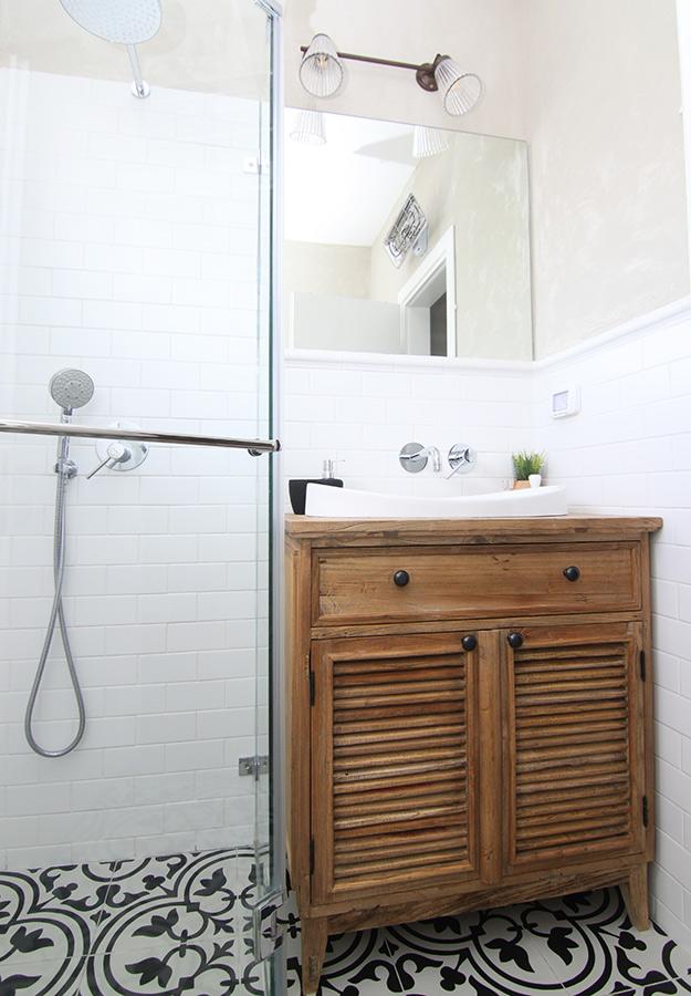 שידת אמבטיה מעץ ממוחזר