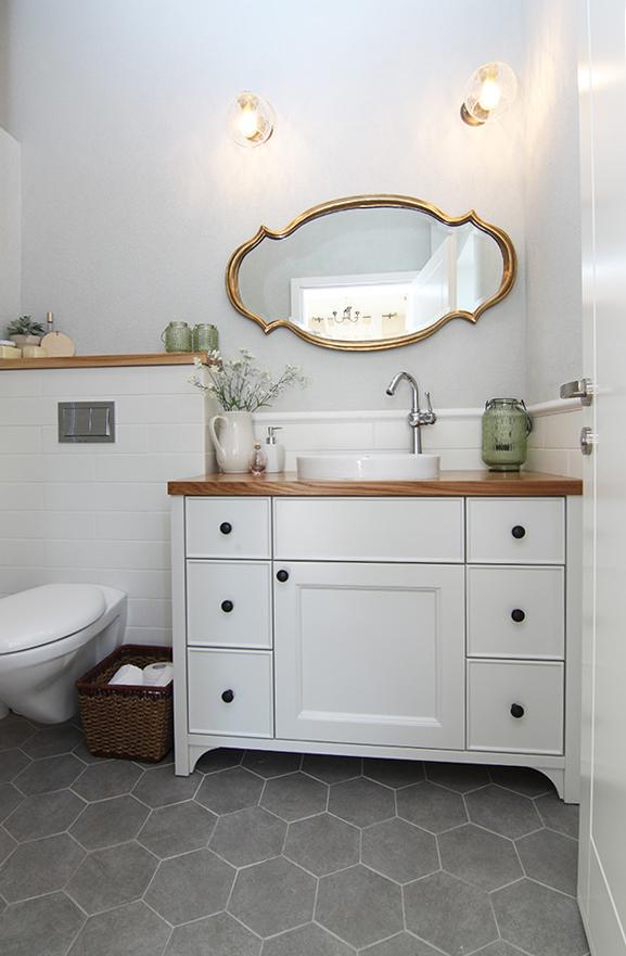 מראה מעוצבת לאמבטיה