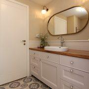 מראה מעוצבת לחדר האמבטיה