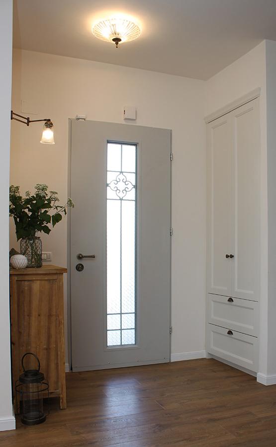תאורת קיר בכניסה לבית