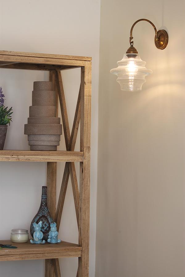 מנורת קיר מפליז ואהיל זכוכית