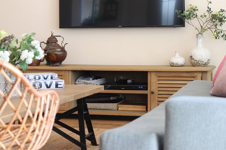 שידת טלויזיה מעץ מלא