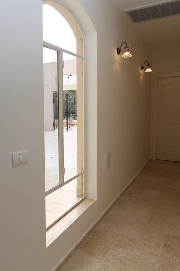 גופי תאורה צמודי קיר