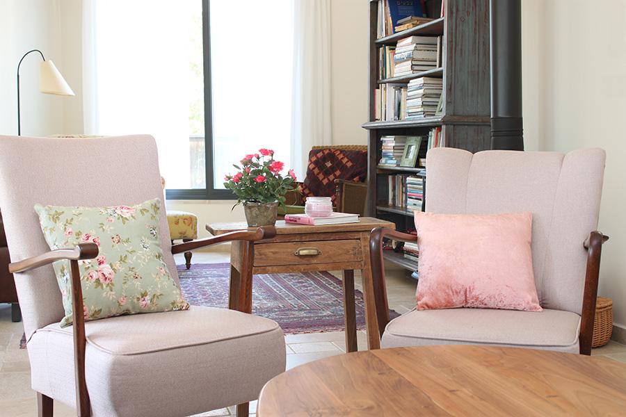שולחן צד בסלון