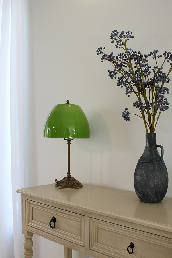 מנורה עומדת ירוקה