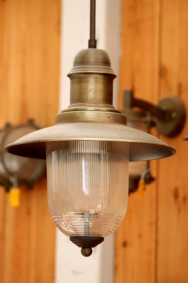 מנורת תלייה לפרגולה