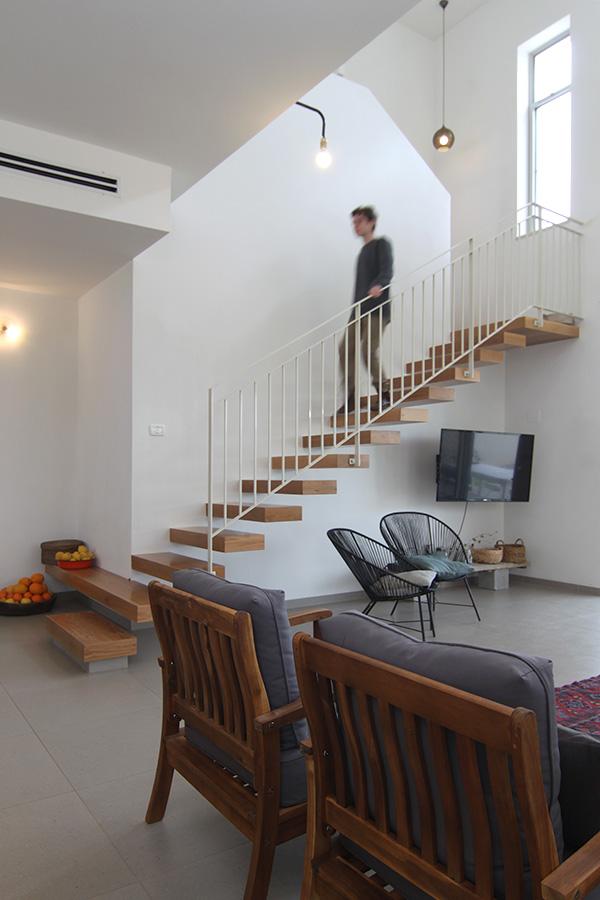 מדרגות במרכז הבית