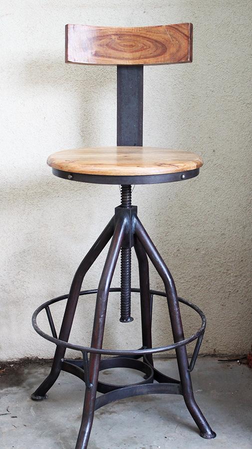 כסא בר ברזל ועץ