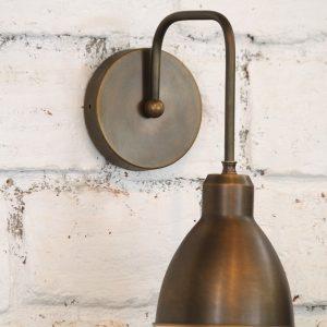 מנורת קיר פליז