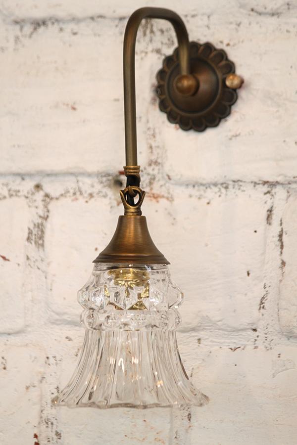 מנורה מפליז וזכוכית