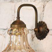 מנורה בעלת זרוע פליז