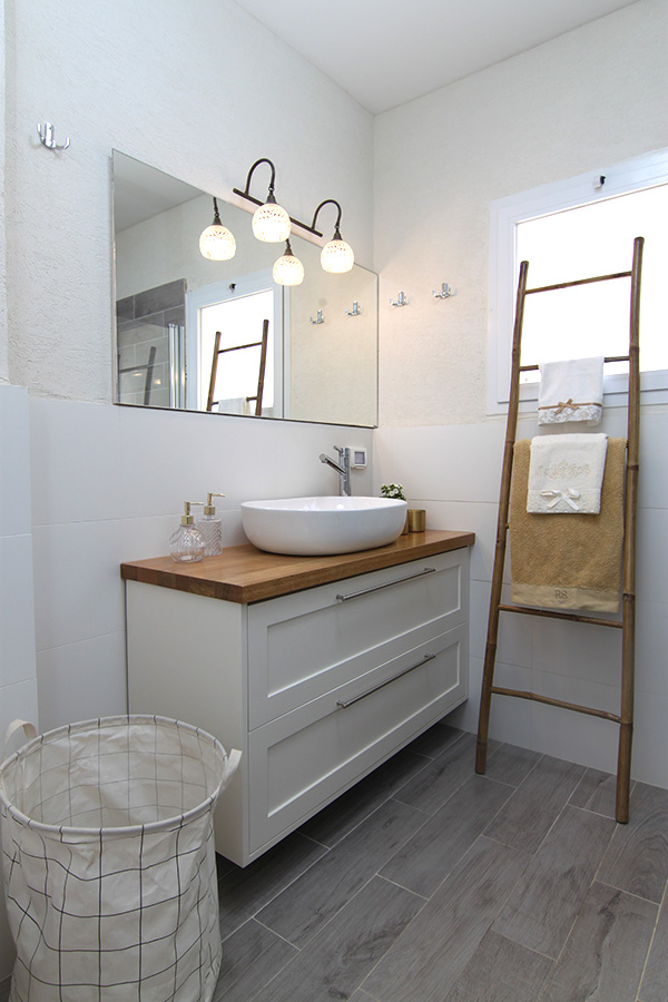 תאורת קיר לאמבטיה