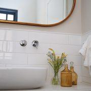 מראה ואקססוריז לחדר אמבטיה