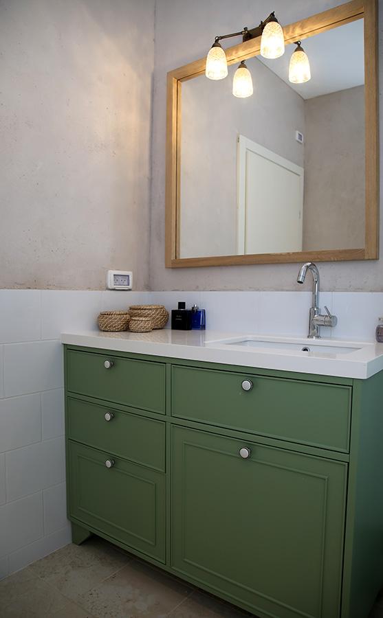 גוף תאורה זוגי לחדר אמבטיה