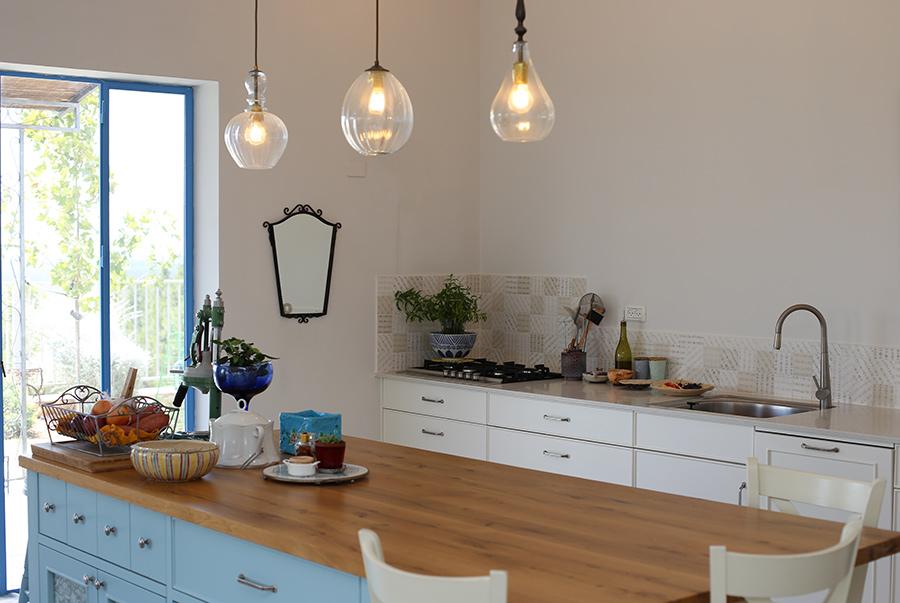 תאורה מעל אי במטבח