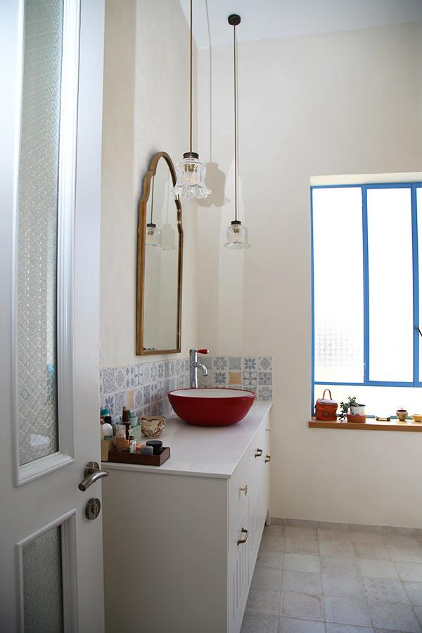 גופי תאורה לתלייה בחדר אמבטיה