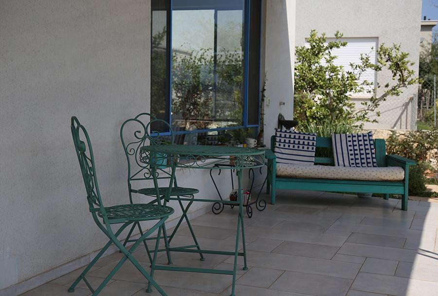 שולחן וזוג כסאות מברזל לגינה