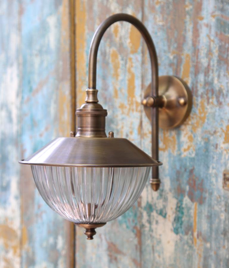 מנורת חוץ לחוץ הבית
