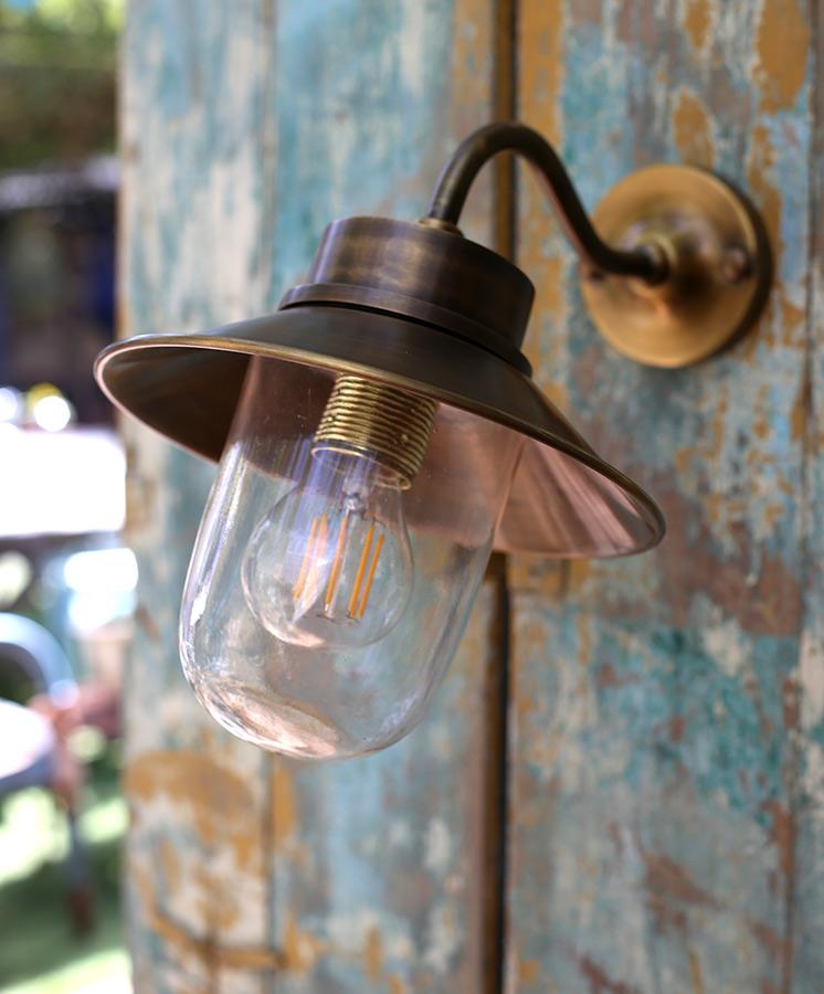 מנורת חוץ מפליז