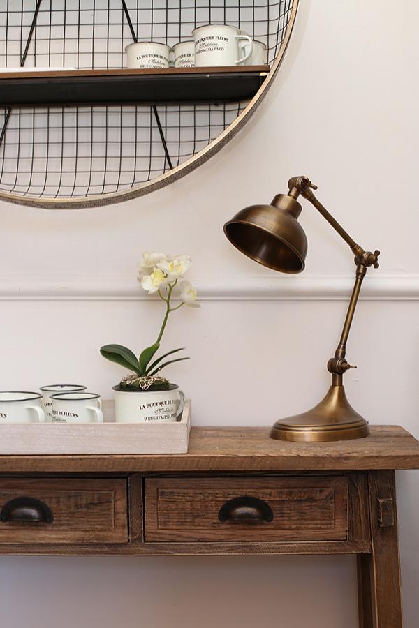 מנורת שולחן מתכווננת