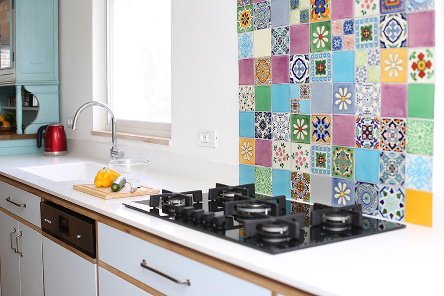 אריחים צבעוניים למטבח