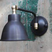 מנורת קריאה שחורה
